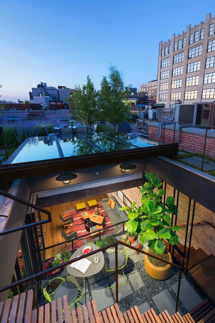 Лофт в интерьере с садом на крыше